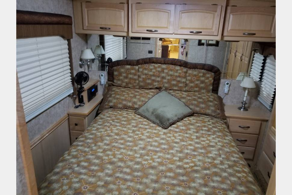 2007 Winnabago Itasca Meridian 34H - Have you been dreaming about getting away...