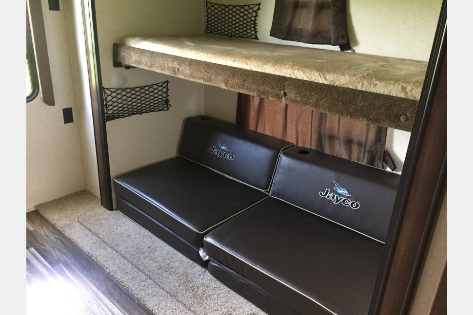 2017 Jayco Jay Flight 32BHDS - 2017 Two-Bedroom Trailer Sleeps 6-10 with Outdoor Kitchen!