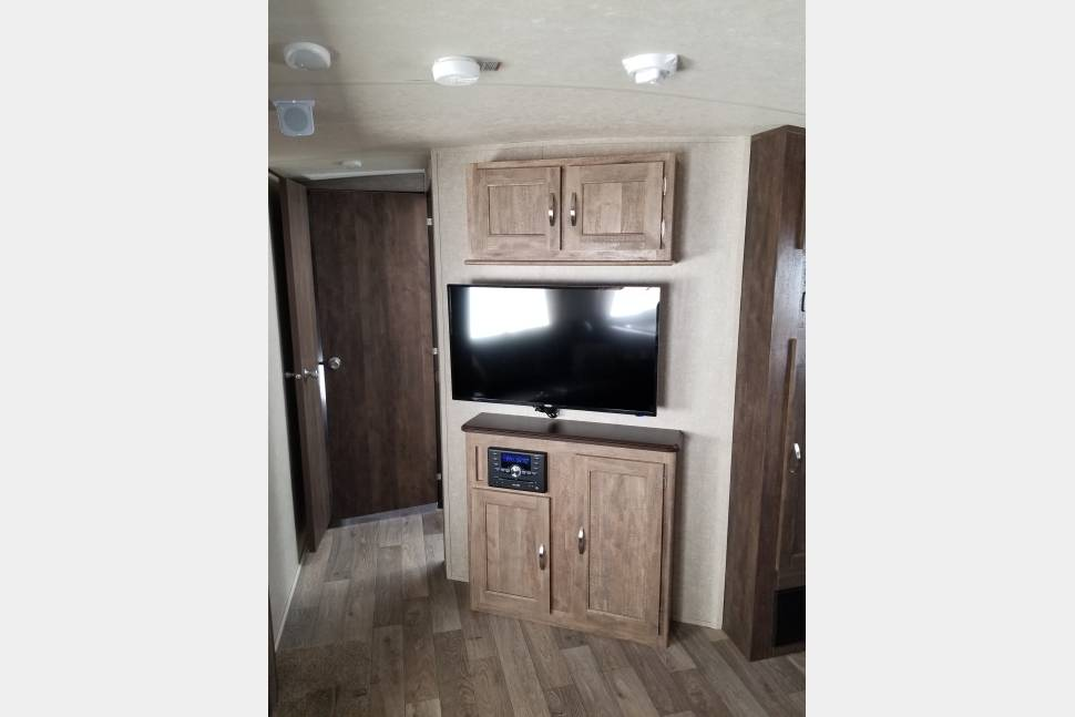 2018 Forest River Vibe - Spacious Bunkhouse camper for all ages