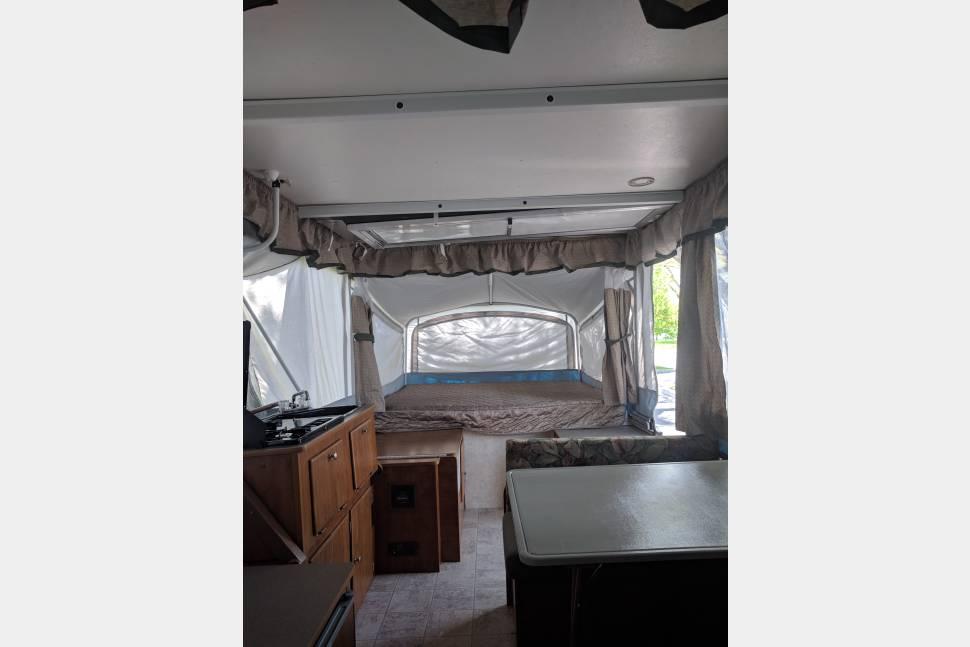 2006 Fleetwood Coleman TIMBERLAKE - EASY SUV TOWING to Yellowstone, Jackson Hole.