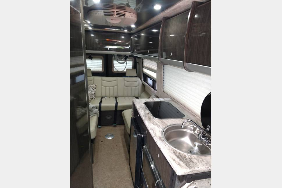 2012 Airstream Interstate EXT - 2012 Airstream Interstate King Bed! 18 mpg luxury coach