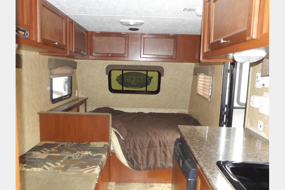 2018 Coachman Viking 17 Bh. Delivery Available!! Sleeps 5! - Under 3000 lbs! Lightweight and sleeps 5!! Delivery available for a fee!!