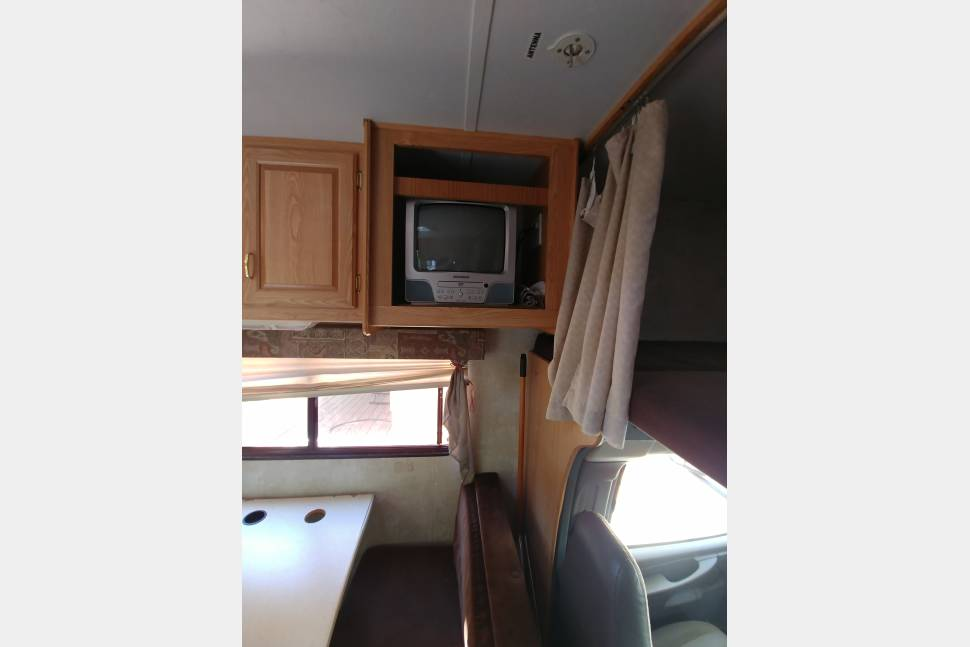 2005 Forest River Sun Seeker - Affordable Quality Class C that Sleeps 8