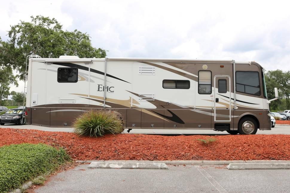 2007 Coachmen Epic 3700TS - Epic, your hotel suite on wheels