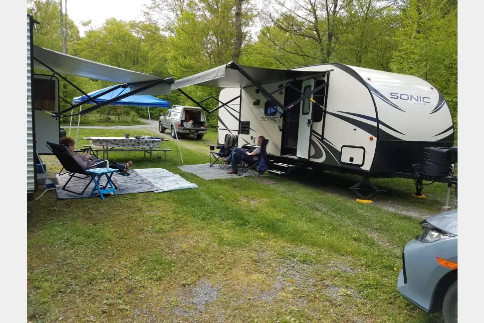 2018 Sonic SN220VRB - Easy Campering!