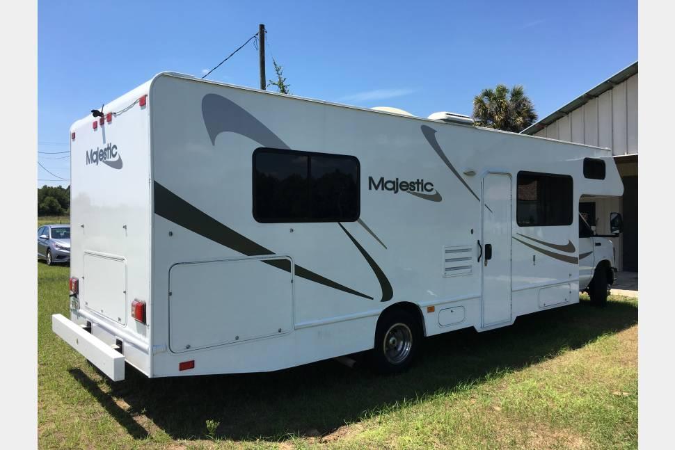 2012 Thor Motor Coach Majestic 28A - Clean Machine