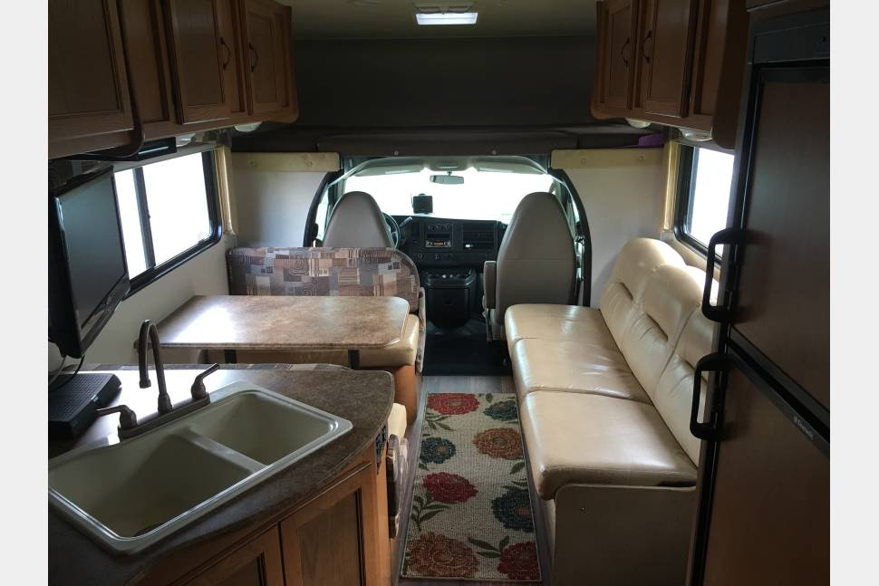 2014 Coachmen Freelander 28QB - 2014 Coachmen Freelander 28QB 30' Motor Home