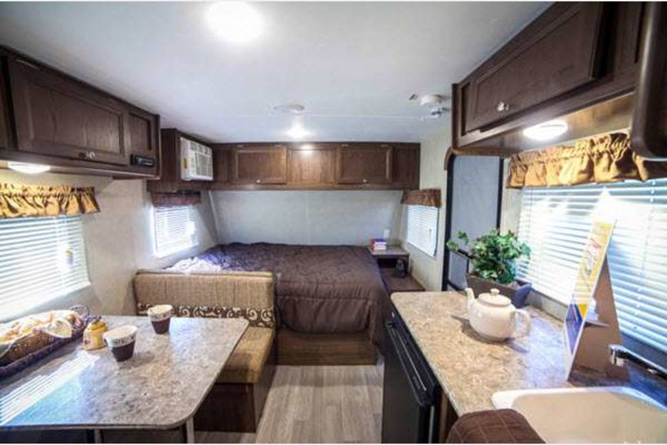 2018 Coleman LT 17FQ - New, Sleeps 5, Tow with SUV or Small Truck