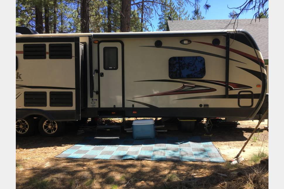 2015 Keystone Outback - Memory Makers 2015 Keystone Outback that can be *delivered to campsites in Central Oregon.
