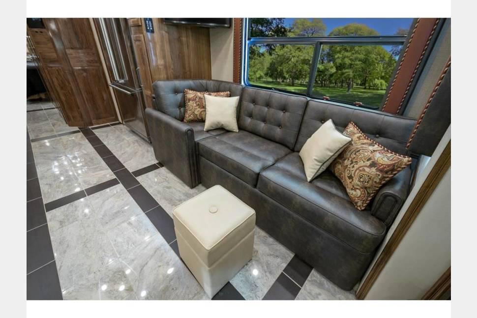 2018 Foretravel Realm FS6 Luxury Villa Bunk (LVB) 2 - 2018 Foretravel Realm FS6 Luxury Villa Bunk (LVB) 2