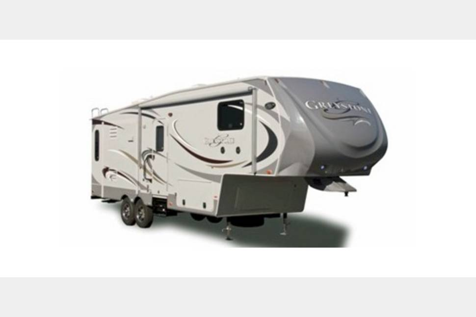 2009 Heartland Bighorn 3600RL - Ready for Your Next Getaway Weekend!