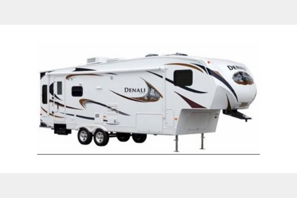 2013 Denali 36 - Ready for Your Next Getaway Weekend!