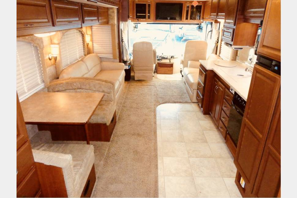 2008 Bounder Diesel Pusher 38V - ALL INCLUSIVE AIR RIDE - TURN KEY COACH RENTAL - We handle it all! $249/Night