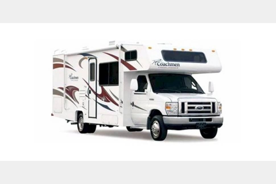 2006 Coachmen Freelander - Ready for Your Next Getaway Weekend!