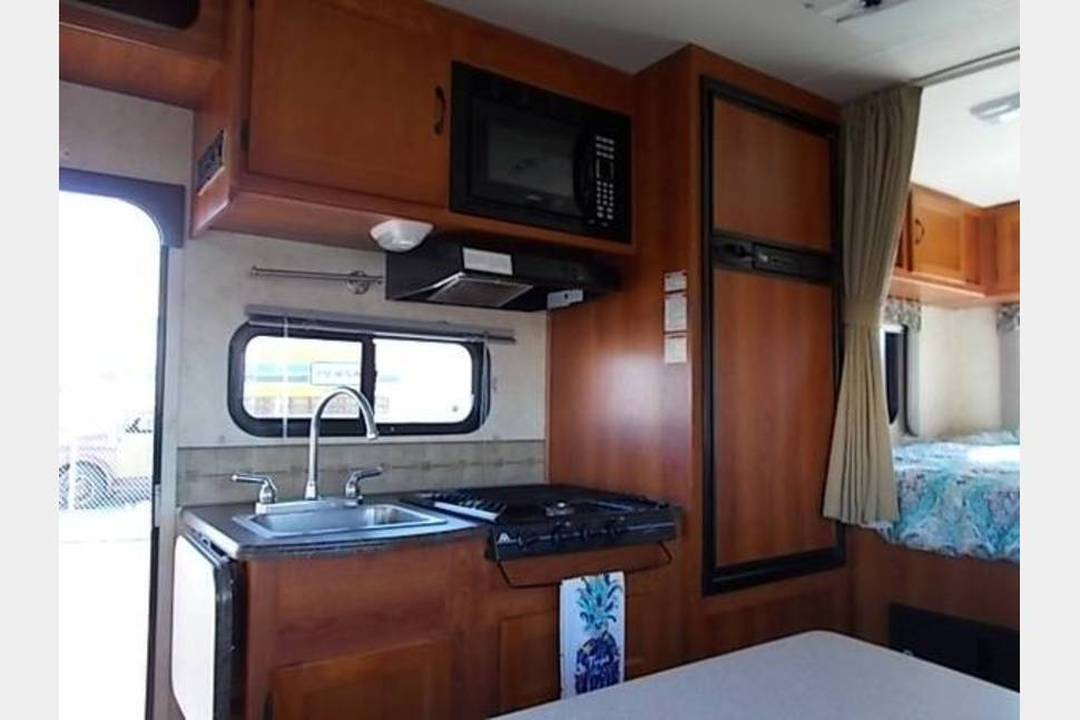 2012 Coachmen (Forest River) Freelander - Mini Motorhome ready for your families next adventure!