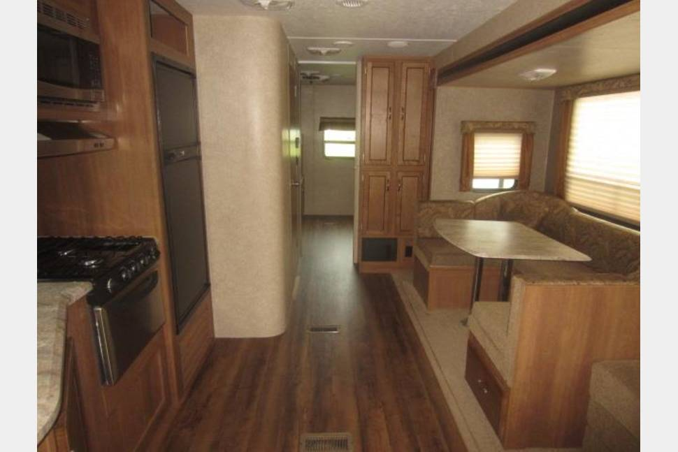 2017 Coachman Catalina - 2017 comforts of home, luxury Coachman Catalina, with 2 slides. Double A/C 50 amp service.