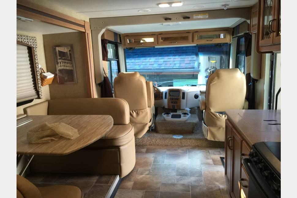 2015 Thor Motor Coach Hurricane 34F - The Glamper