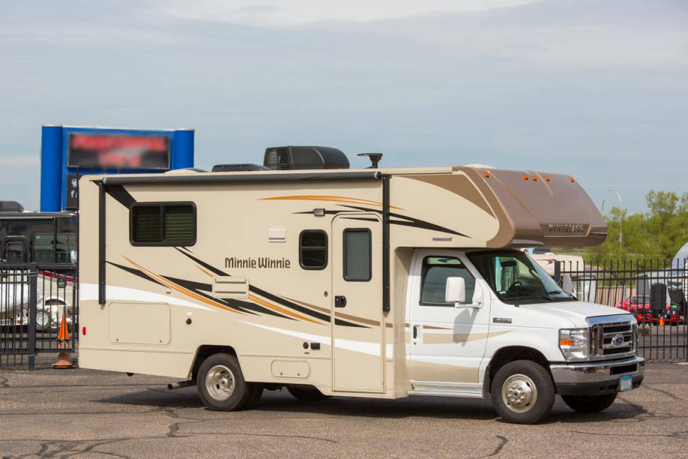 2016 Winnebago Minnie Winnie 22r - 2016 Winnebago Minnie Winnie. The easy to drive, Vacation Machine!