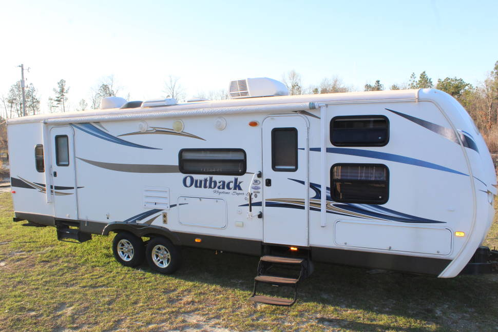 2012 Outback 301BQ - Large Family Memory Maker for All SEASONS (DELIVERY ONLY)