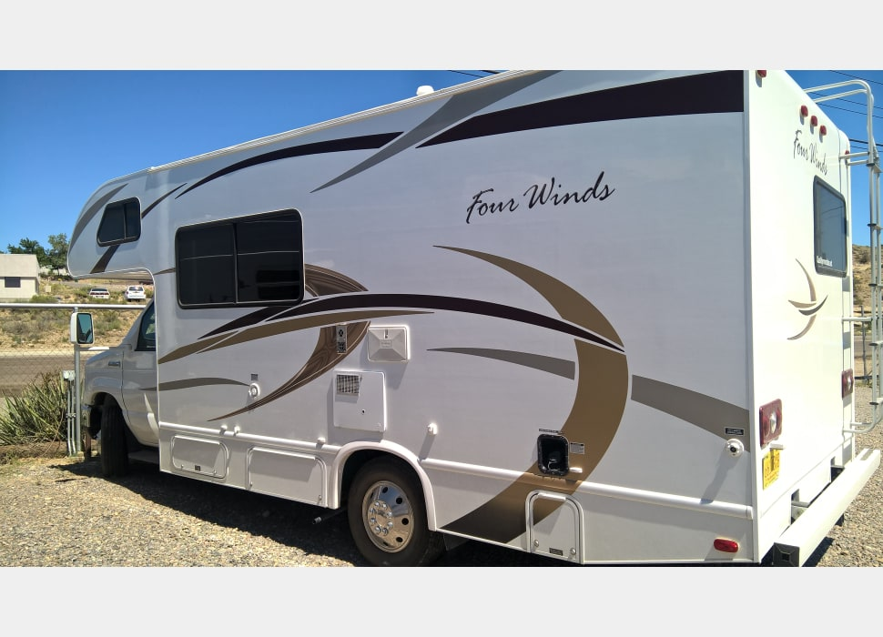 2013 Q11 Four Winds Rv Rental In Flora Vista Nm
